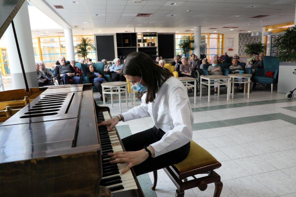 Concert de piano à la maison de retraite Sainte Victoire à Aix en Provence